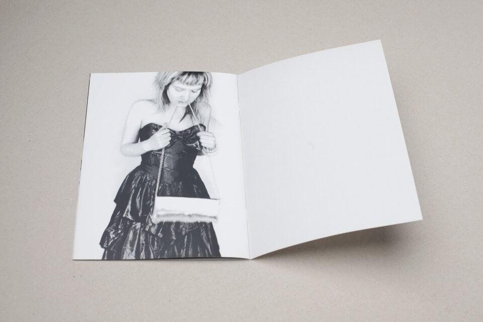Publikacja fotograficzna beztytułu (puk puk)