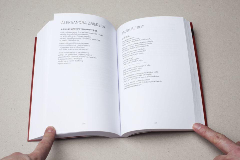 Otwarta książka podtytułem Przewodnik pozaminowanym terenie