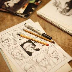 Kartka z rysunkami twarzy