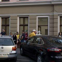 Kadr zwernisażu wystawy Jak zrobiłem ulicę Oławską.