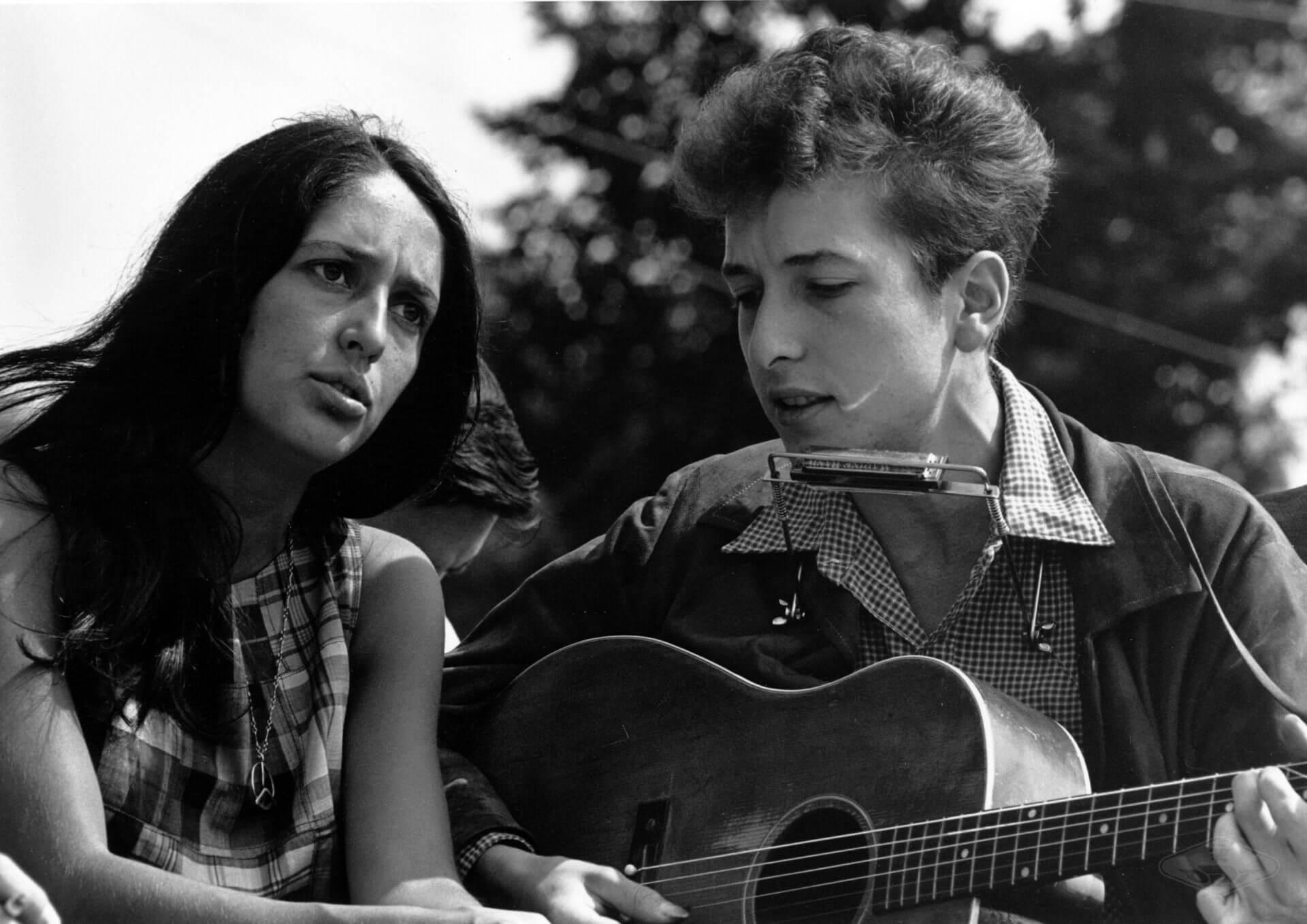 Joan Baez iBob Dylan (fot.Rowland Scherman -Wikipedia, CC)